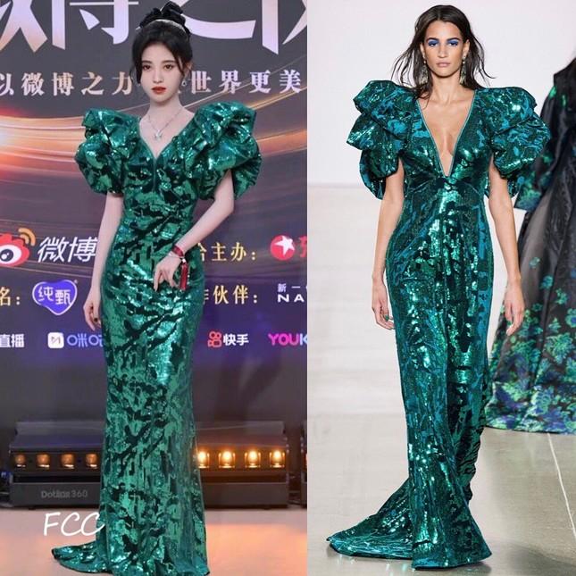 Netizen bất ngờ với những màn chỉnh sửa váy cực khéo léo từ dàn sao nữ trong Đêm hội Weibo ảnh 6