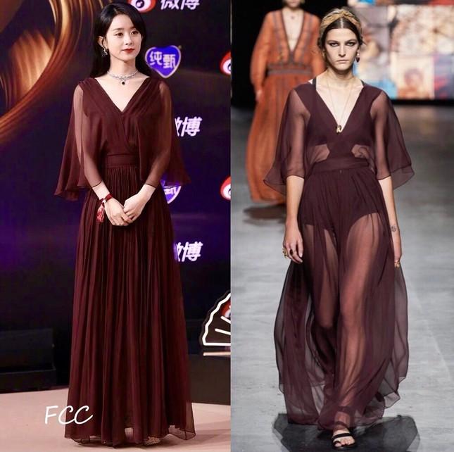 Netizen bất ngờ với những màn chỉnh sửa váy cực khéo léo từ dàn sao nữ trong Đêm hội Weibo ảnh 2