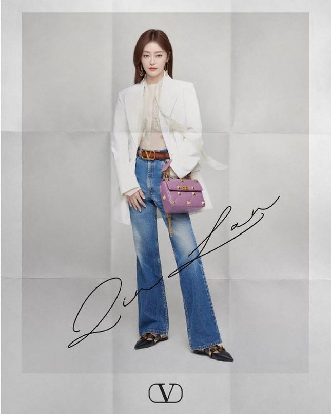 Chị đẹp Son Ye Jin xinh tươi trẻ đẹp ngang ngửa Đường Yên, Quan Hiểu Đồng ở show Valentino ảnh 5