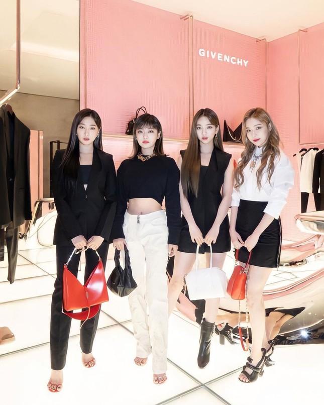 Chẳng ai như aespa, đại sứ thương hiệu mà cứ mặc đồ Givenchy là bị chê tơi tả ảnh 6