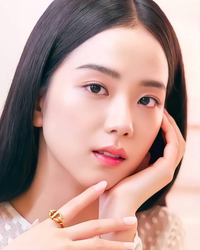Vì sao Jisoo được chuyên gia phẫu thuật thẩm mỹ nhận định là idol xinh đẹp nhất K-Pop? ảnh 1