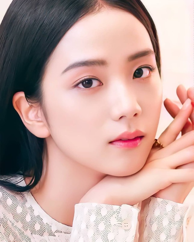 Vì sao Jisoo được chuyên gia phẫu thuật thẩm mỹ nhận định là idol xinh đẹp nhất K-Pop? ảnh 2