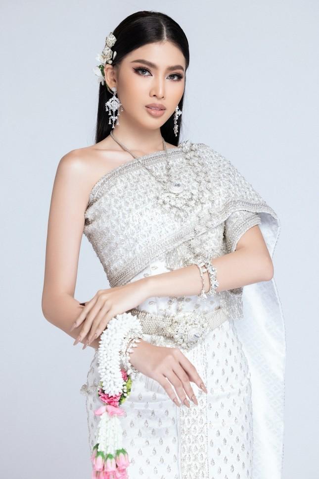 Lọt Top 10 bình chọn clip tự giới thiệu, Á hậu Ngọc Thảo tiếp tục thử thách mặc đồ Thái ảnh 3