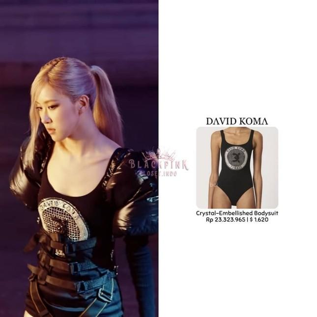 """""""Bóc giá"""" loạt váy của Rosé trong MV """"On The Ground"""", trang phục đắt giá nhất cực bất ngờ ảnh 4"""