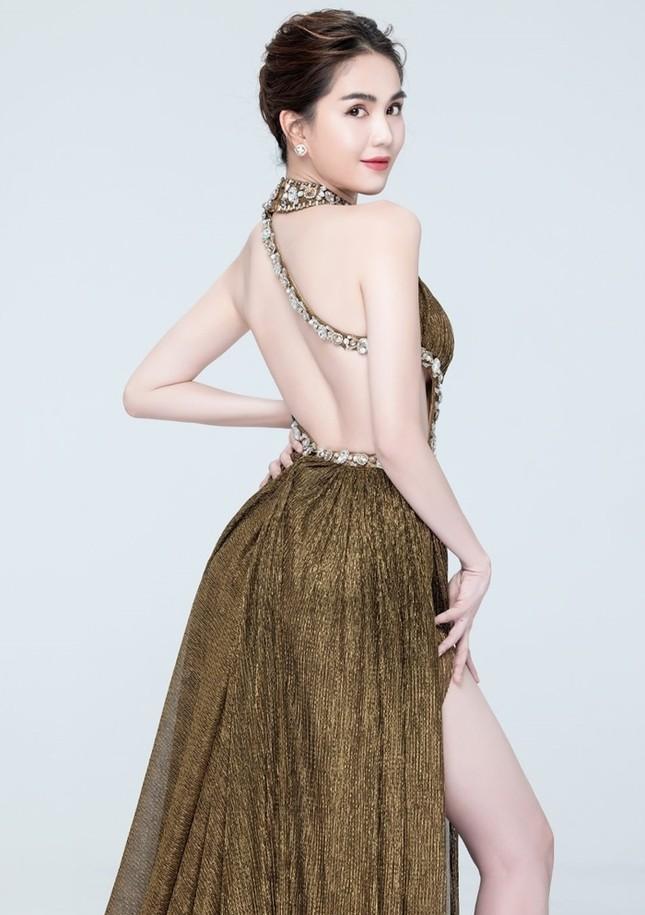 """Á hậu Ngọc Thảo và Ngọc Trinh đọ sắc """"một 9, một 10"""" trong cùng mẫu váy lấp lánh ảnh 8"""