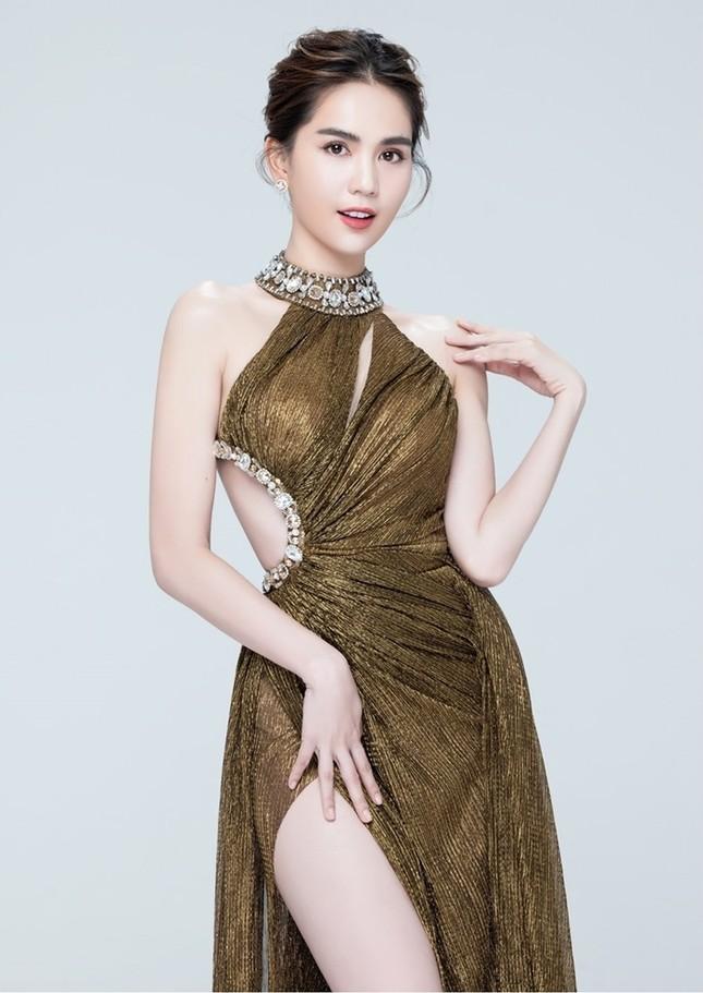 """Á hậu Ngọc Thảo và Ngọc Trinh đọ sắc """"một 9, một 10"""" trong cùng mẫu váy lấp lánh ảnh 9"""