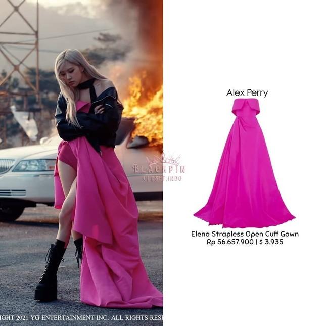 """""""Bóc giá"""" loạt váy của Rosé trong MV """"On The Ground"""", trang phục đắt giá nhất cực bất ngờ ảnh 6"""