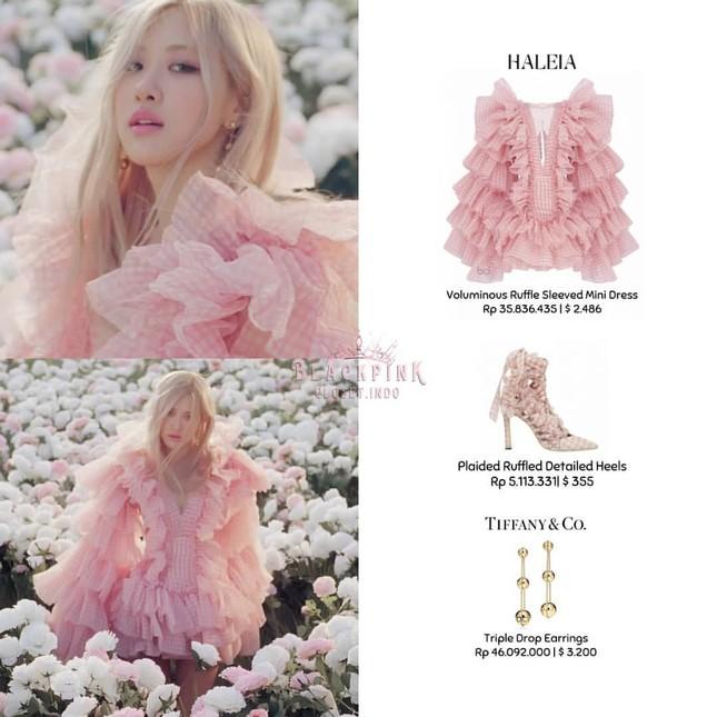 """""""Bóc giá"""" loạt váy của Rosé trong MV """"On The Ground"""", trang phục đắt giá nhất cực bất ngờ ảnh 5"""