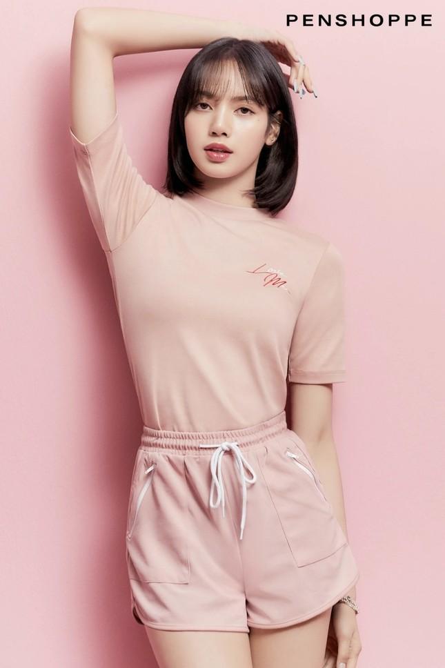 Tung loạt ảnh quảng cáo cho nhãn hàng thời trang, Lisa truyền đi thông điệp cực ý nghĩa ảnh 3