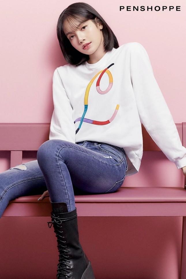 Tung loạt ảnh quảng cáo cho nhãn hàng thời trang, Lisa truyền đi thông điệp cực ý nghĩa ảnh 1