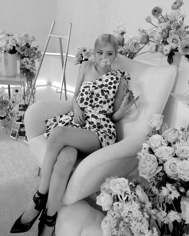Làm đại sứ thương hiệu có tâm như Rosé, đã mặc đồ của hãng là xinh đẹp lộng lẫy ảnh 8