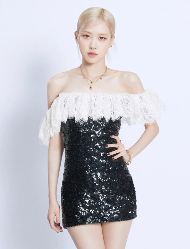 Làm đại sứ thương hiệu có tâm như Rosé, đã mặc đồ của hãng là xinh đẹp lộng lẫy ảnh 1