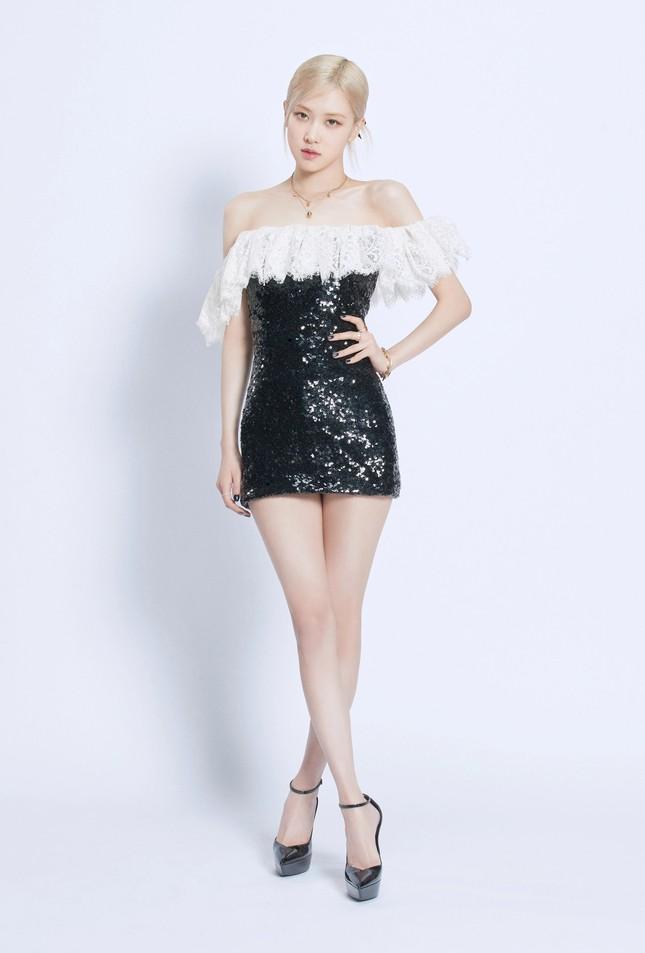 Làm đại sứ thương hiệu có tâm như Rosé, đã mặc đồ của hãng là xinh đẹp lộng lẫy ảnh 3
