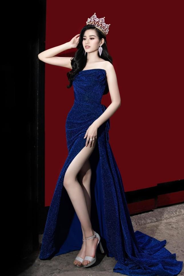 """Lâu rồi Hoa hậu Đỗ Thị Hà mới đội vương miện và đổi màu váy, nhan sắc còn """"đỉnh"""" hơn? ảnh 2"""