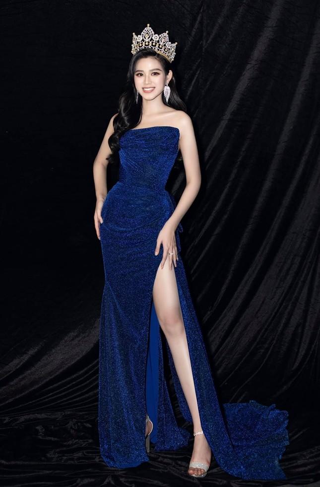 """Lâu rồi Hoa hậu Đỗ Thị Hà mới đội vương miện và đổi màu váy, nhan sắc còn """"đỉnh"""" hơn? ảnh 4"""