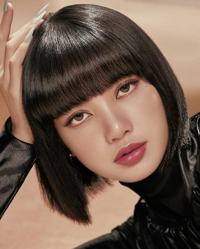 Quảng cáo mỹ phẩm phải như Lisa (BLACKPINK), chụp cận hay toàn thân đều đẹp như siêu mẫu ảnh 1