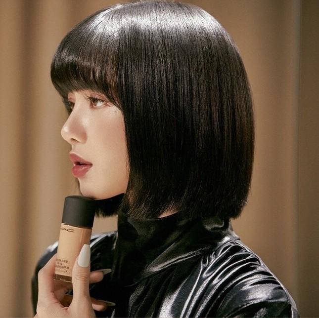 Quảng cáo mỹ phẩm phải như Lisa (BLACKPINK), chụp cận hay toàn thân đều đẹp như siêu mẫu ảnh 4