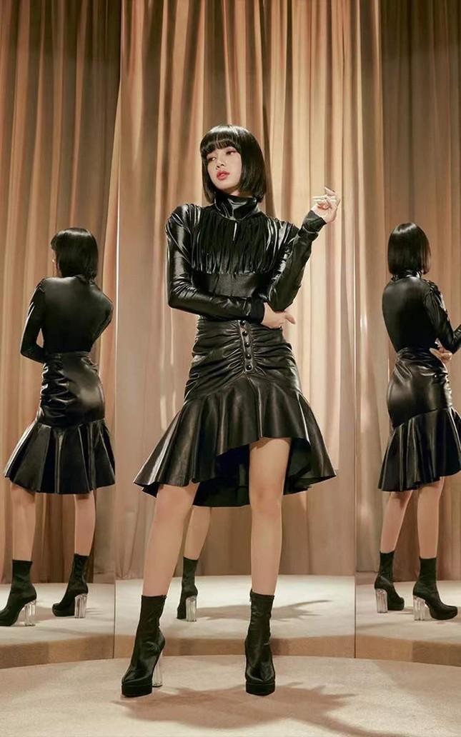 Quảng cáo mỹ phẩm phải như Lisa (BLACKPINK), chụp cận hay toàn thân đều đẹp như siêu mẫu ảnh 3
