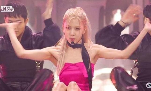 """Netizen Hàn tranh cãi về ảnh cơ bắp của Rosé, cho rằng """"chỉ là sản phẩm của photoshop""""? ảnh 3"""