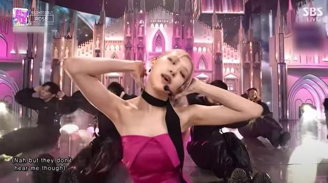 """Netizen Hàn tranh cãi về ảnh cơ bắp của Rosé, cho rằng """"chỉ là sản phẩm của photoshop""""? ảnh 4"""