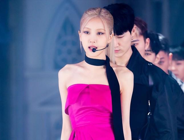 """Netizen Hàn tranh cãi về ảnh cơ bắp của Rosé, cho rằng """"chỉ là sản phẩm của photoshop""""? ảnh 1"""
