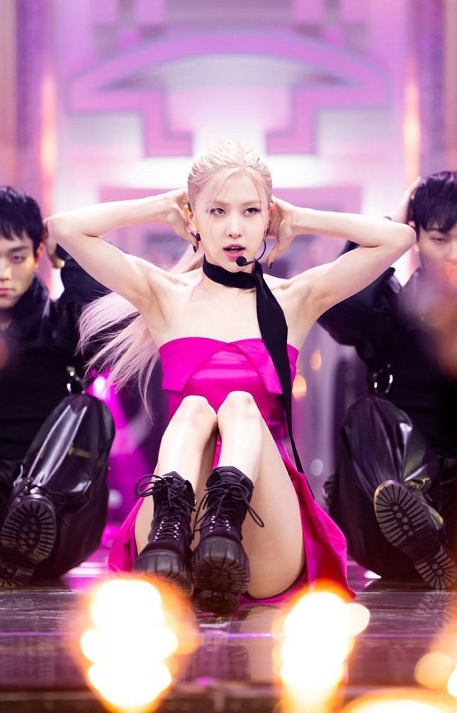 """Netizen Hàn tranh cãi về ảnh cơ bắp của Rosé, cho rằng """"chỉ là sản phẩm của photoshop""""? ảnh 2"""