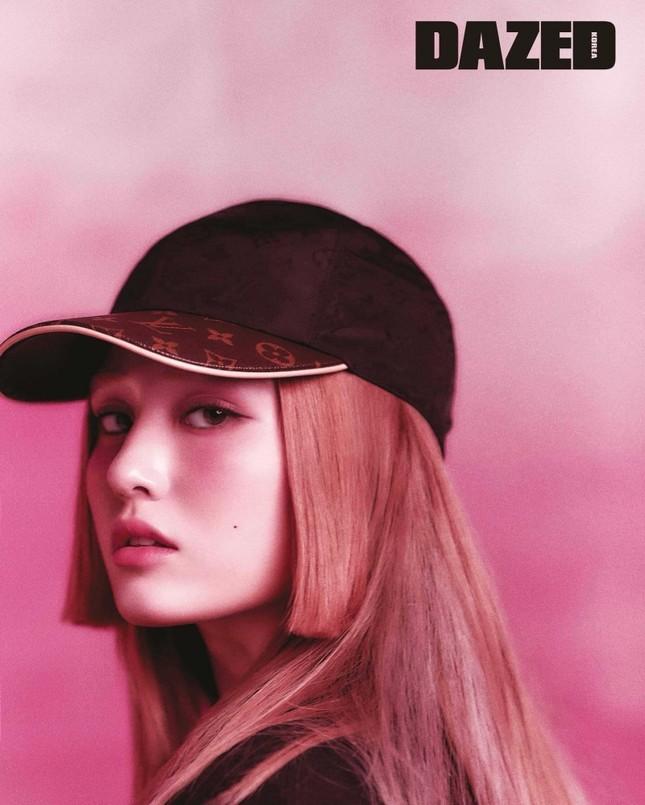 Nayeon TWICE & Jeon Somi mặc đồ LV lên tạp chí lớn, ai có khí chất đại sứ thương hiệu hơn? ảnh 5