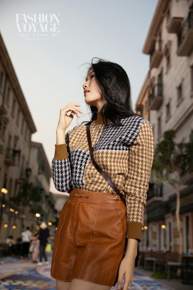 """Ngắm màn đọ sắc giữa Á hậu Kiều Loan và Phương Anh tại sự kiện thời trang """"Fashion Voyage"""" ảnh 5"""