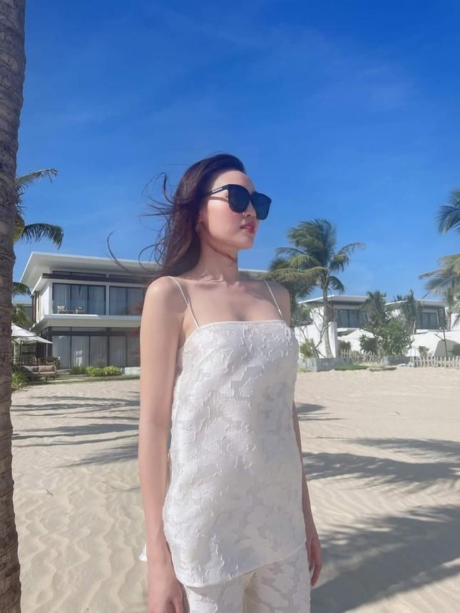 Kaity Nguyễn, Nhã Phương, Ninh Dương Lan Ngọc lăng xê set trang phục đi biển sang chảnh ảnh 3