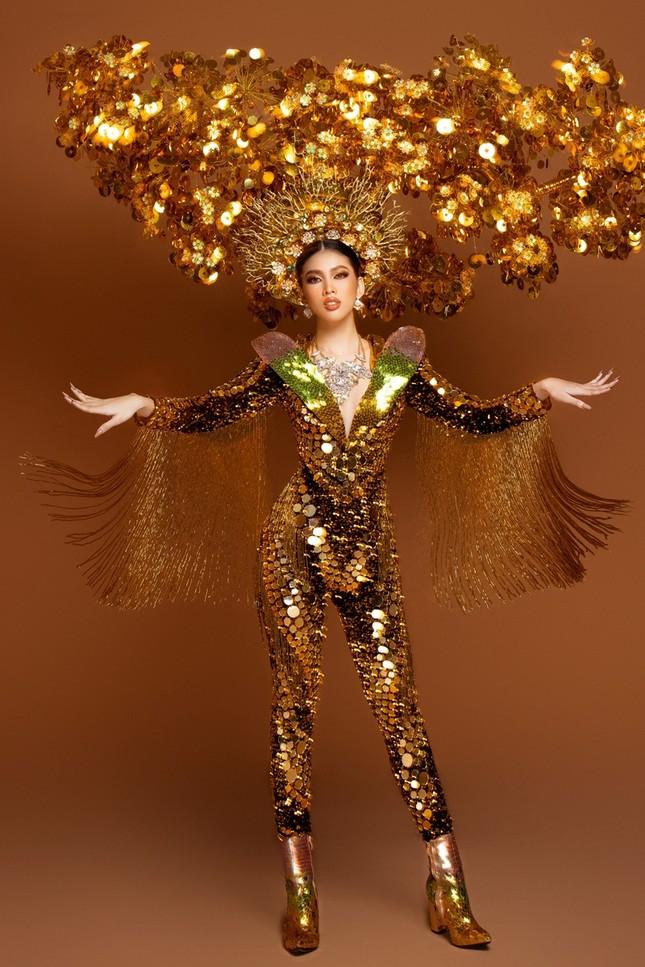 Cận cảnh bộ quốc phục nặng 30kg của Á hậu Ngọc Thảo tại Miss Grand International ảnh 5