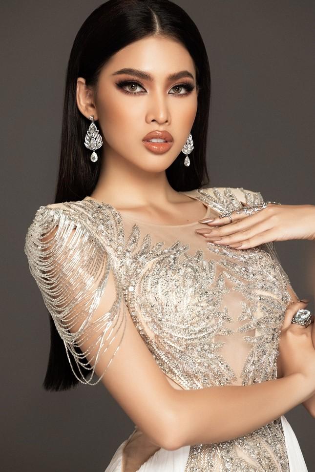 Cận cảnh bộ váy ý nghĩa của của Ngọc Thảo dự thi đêm Bán kết Miss Grand International 2020 ảnh 1