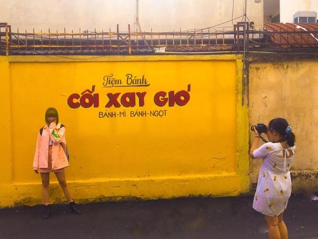 """Teen nói gì khi """"bức tường vàng huyền thoại"""" ở Đà Lạt bất ngờ xuất hiện tại Sài Gòn? ảnh 3"""