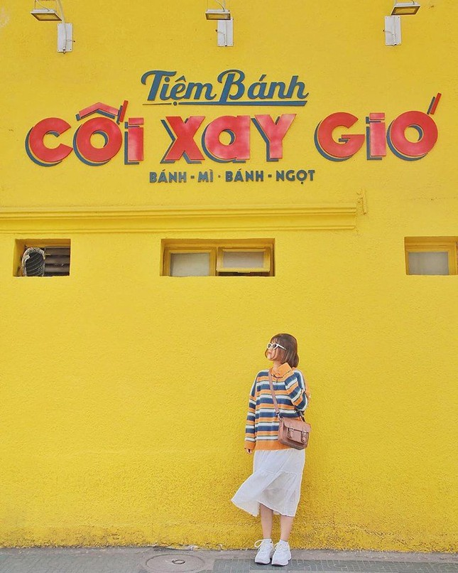 """Teen nói gì khi """"bức tường vàng huyền thoại"""" ở Đà Lạt bất ngờ xuất hiện tại Sài Gòn? ảnh 1"""