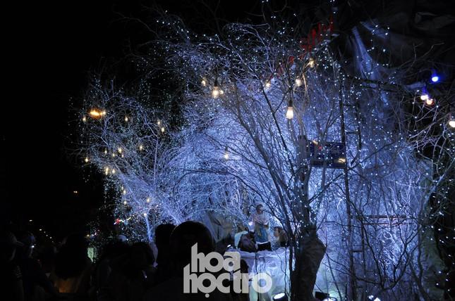 Muốn thưởng thức không khí Giáng sinh như giữa lòng châu Âu? Hãy sang ngay xóm đạo quận 8! ảnh 5