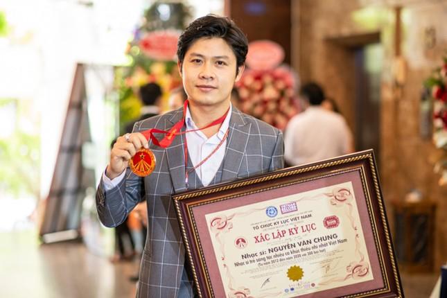 Nhạc sĩ Nguyễn Văn Chung vừa xác lập một kỷ lục mới tại Việt Nam ảnh 2