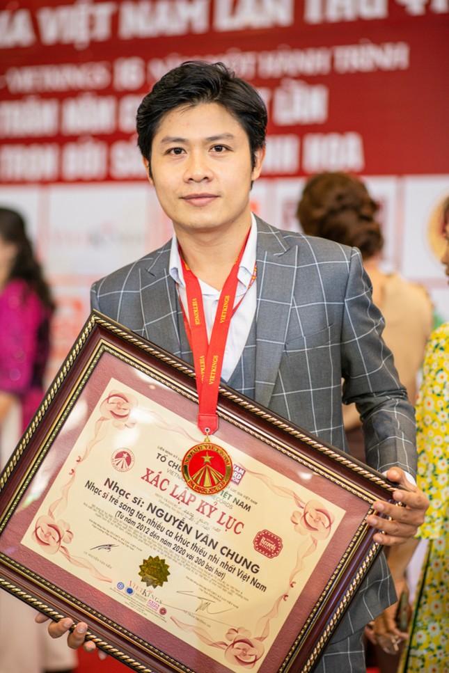 Nhạc sĩ Nguyễn Văn Chung vừa xác lập một kỷ lục mới tại Việt Nam ảnh 3