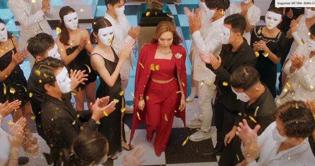 """""""Chốt đơn"""" V-Pop 2020, Mỹ Tâm gây bão với vũ đạo con vịt """"Donald Style"""" trong MV mới ảnh 7"""