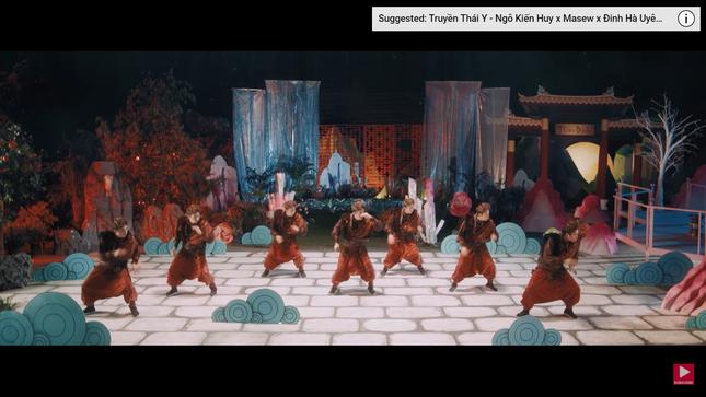 """Hết """"bắt mạch"""", Ngô Kiến Huy hóa người chơi hệ Tây Du Ký với vũ điệu Tôn Ngộ Không hài hước ảnh 5"""