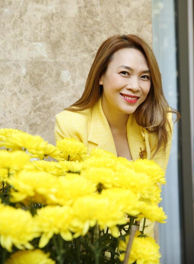 """Sao Việt đầu năm: Mỹ Tâm khoe sắc trong váy vàng rực rỡ, Sơn Tùng M-TP chuẩn """"soái ca"""" bên em trai ảnh 2"""