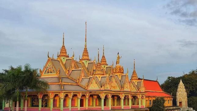 """Choáng ngợp trước vẻ đẹp """"vạn người mê"""" của ngôi chùa Khmer nổi tiếng tại Sóc Trăng ảnh 1"""
