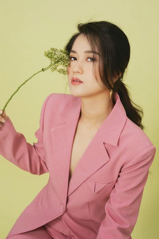 Thu Trang, Nhã Phương, Lâm Vỹ Dạ - hội nữ chủ tịch đa năng của showbiz Việt ảnh 7