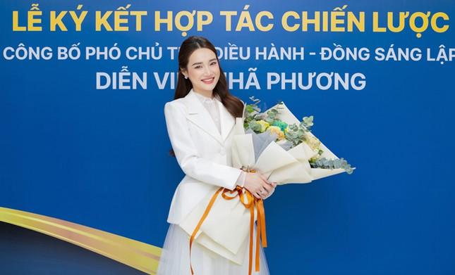 Thu Trang, Nhã Phương, Lâm Vỹ Dạ - hội nữ chủ tịch đa năng của showbiz Việt ảnh 6