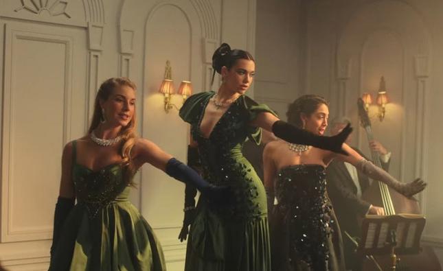 Dua Lipa chơi lớn đưa cả cảnh chìm tàu Titanic vào MV mới, liệu có chạm nóc Billboard lần này? ảnh 2