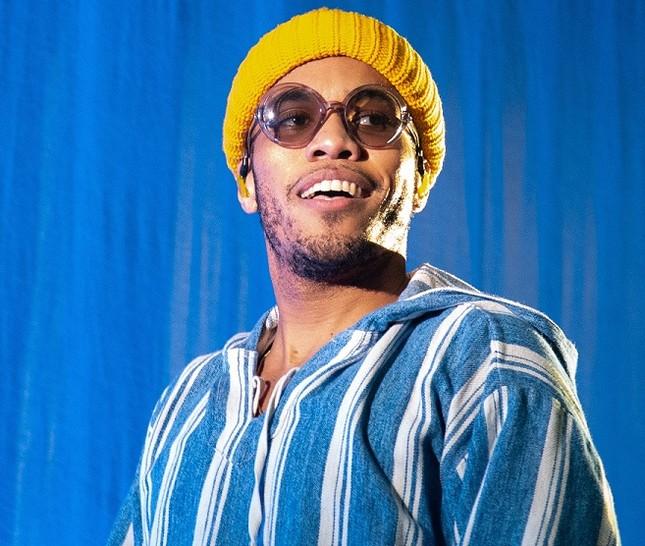 Bruno Mars kết hợp với chủ nhân kèn vàng Grammy, fan xem ảnh cứ ngỡ The Weeknd? ảnh 2