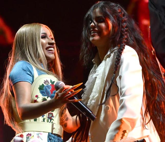 Cardi B hứa sẽ giúp Selena Gomez lên ý tưởng cho album cuối trước khi giải nghệ ảnh 3