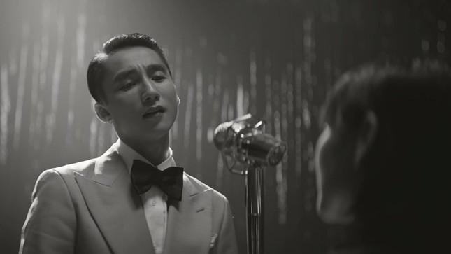 """Loạt điểm """"đáng ngờ"""" trong MV """"Chúng Ta Của Hiện Tại"""": Sơn Tùng đang giấu kín điều gì? ảnh 3"""
