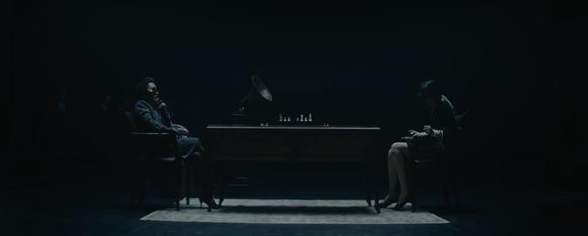 """Loạt điểm """"đáng ngờ"""" trong MV """"Chúng Ta Của Hiện Tại"""": Sơn Tùng đang giấu kín điều gì? ảnh 4"""