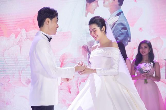 Đám cưới Á hậu Thúy Vân: Những khoảnh khắc đẹp của đôi trai tài gái sắc ảnh 12
