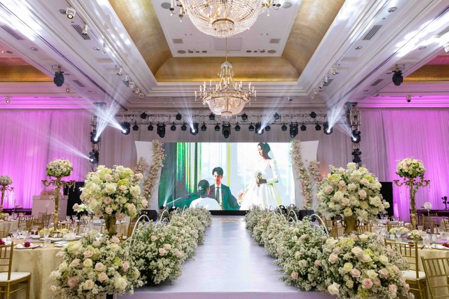 Đám cưới Á hậu Thúy Vân: Những khoảnh khắc đẹp của đôi trai tài gái sắc ảnh 1