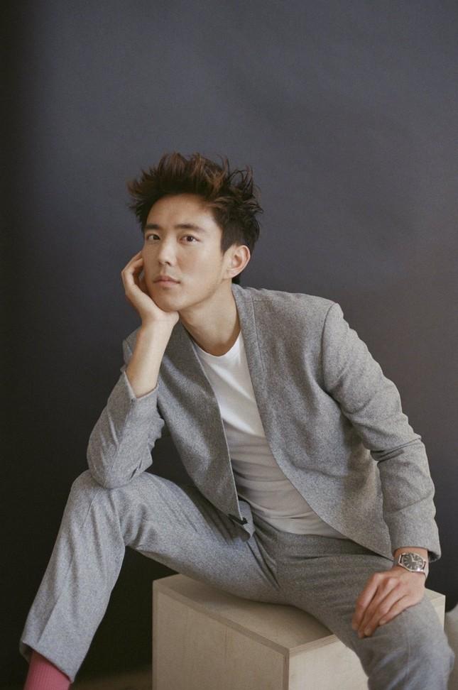 """Nam thần gốc Á """"trông hao hao"""" rapper Khói của """"The Umbrella Academy"""" là ai? ảnh 4"""